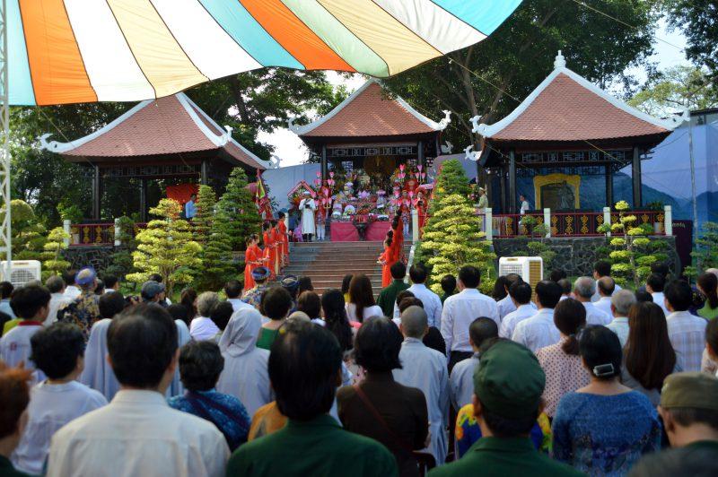 Quảng trường vua Hùng trong ngày giỗ quốc tổ