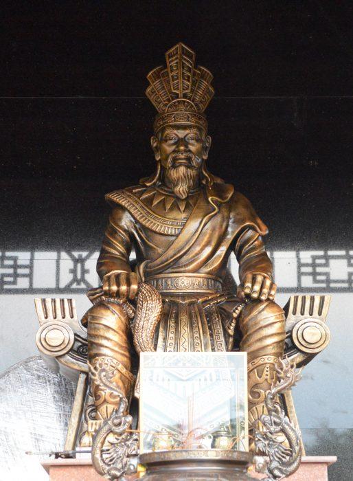 tượng vua Hùng