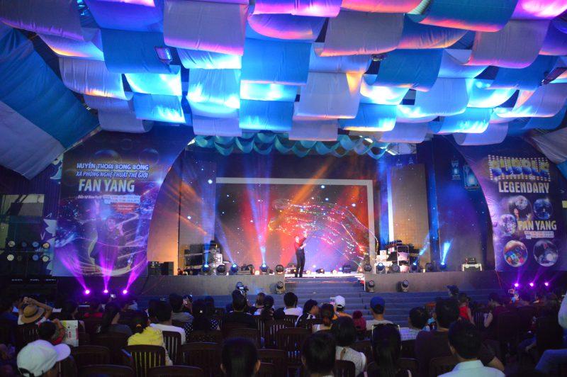 Gazilion Bubble Show của Fan Yang tại sân khấu ngôi sao Đầm Sen