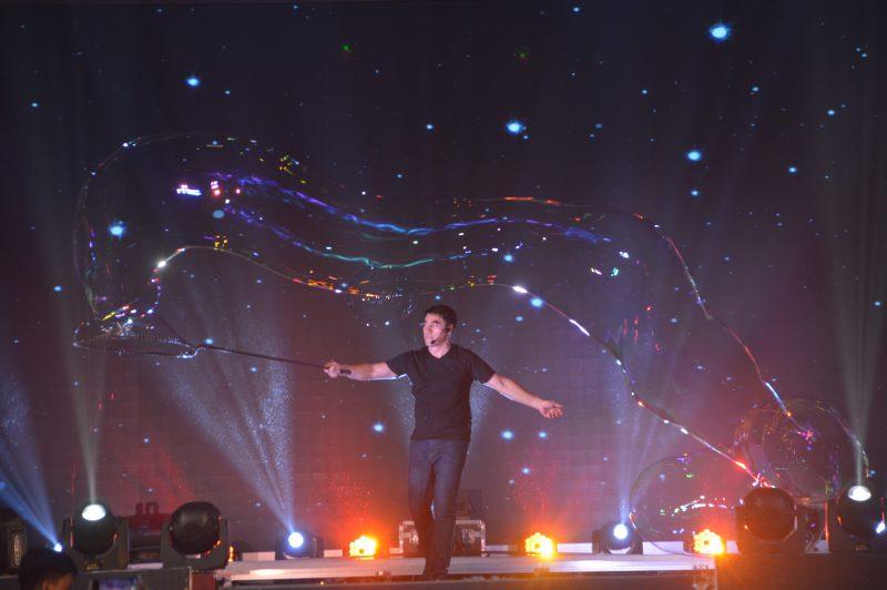 Gazillion Bubble Show của Fan Yang tại Đầm Sen 1