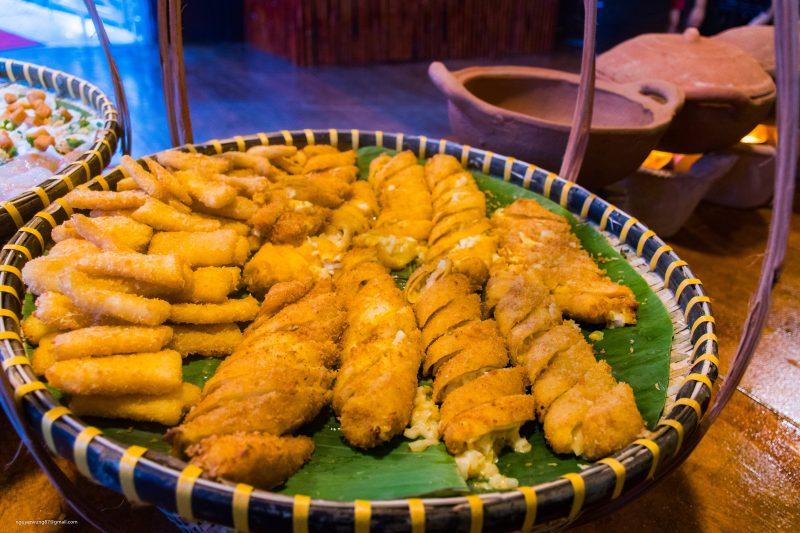 Trứng cá sấu cuộn kim sa Buffet Đầm Sen