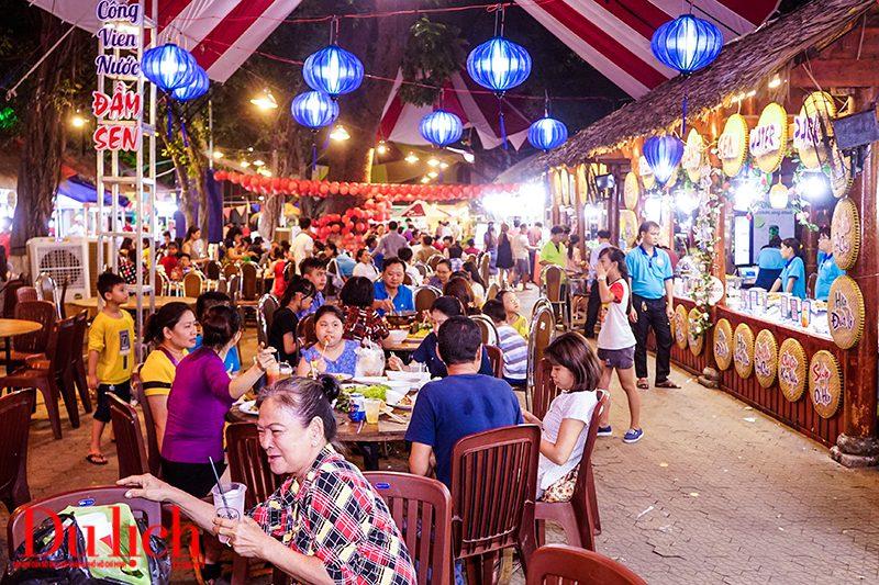 du khách tham dự liên hoan ẩm thực Đất Phương Nam 2019
