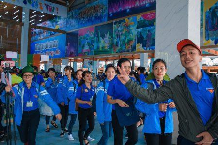 Ngày hội tình nguyện: Mặc áo Đoàn hội vào Đầm Sen miễn phí