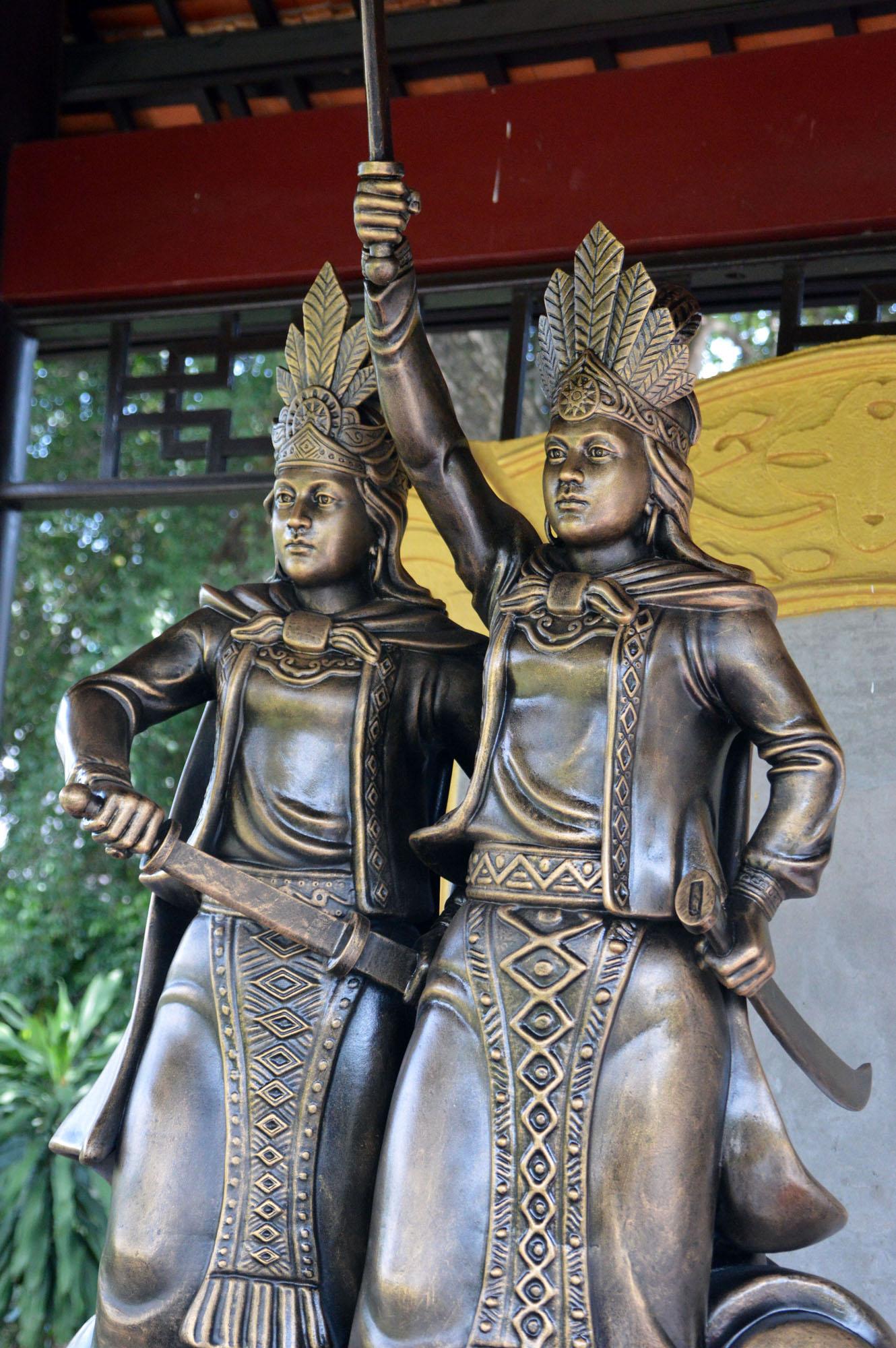 tượng Hai Bà Trưng ở Đầm Sen