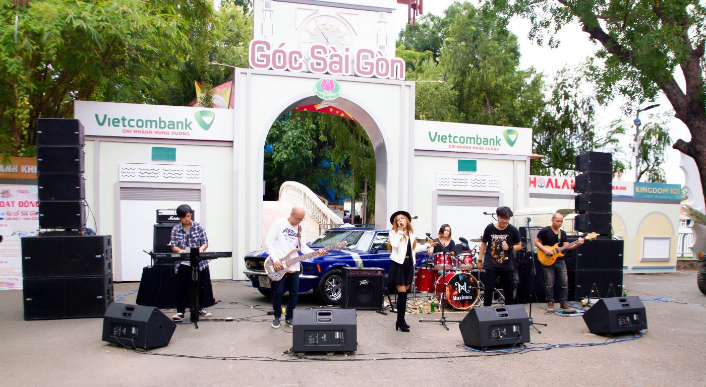 biểu diễn âm nhạc đường phố