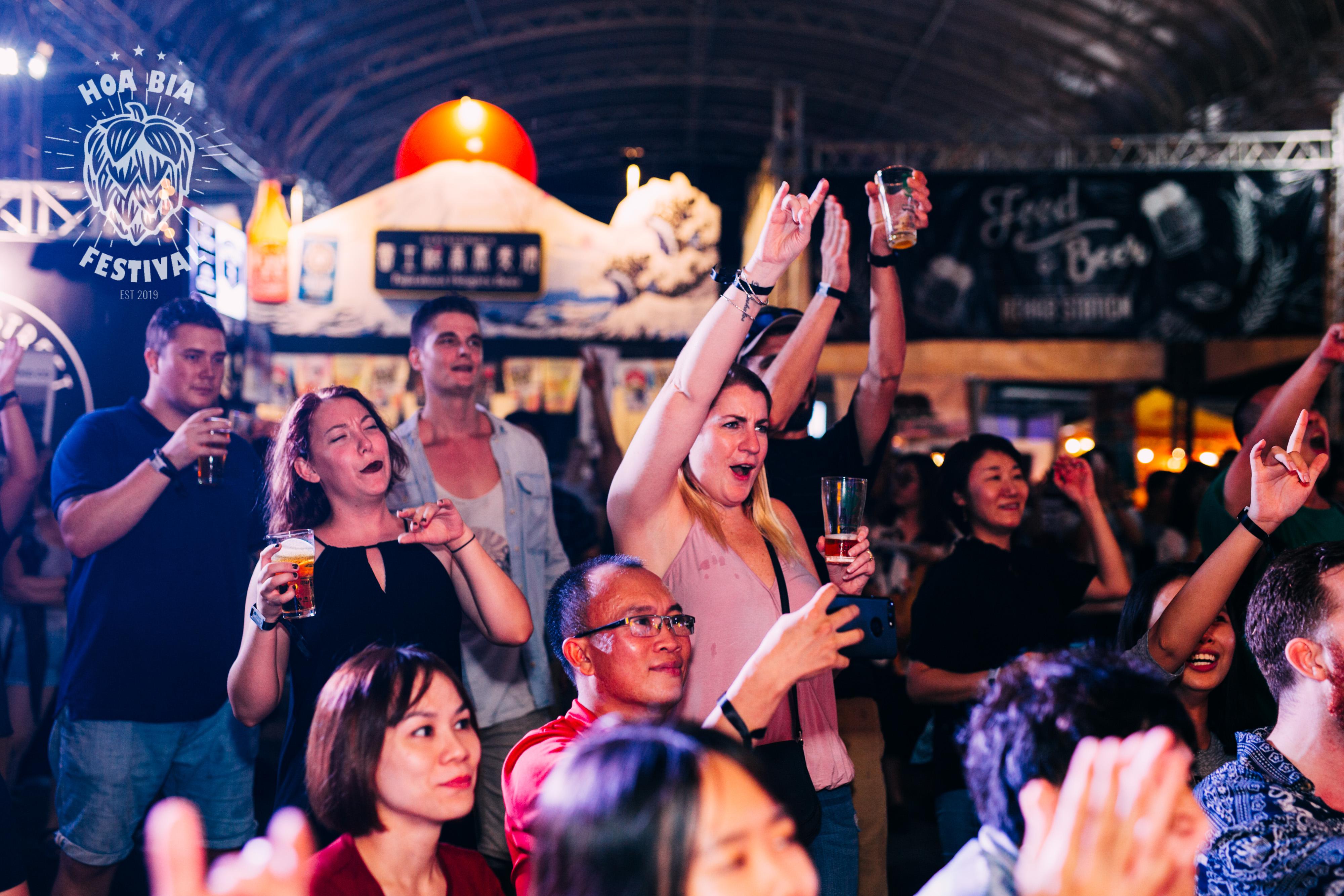 hưởng ứng trò chơi Lễ hội Hoa bia thủ công lần 1