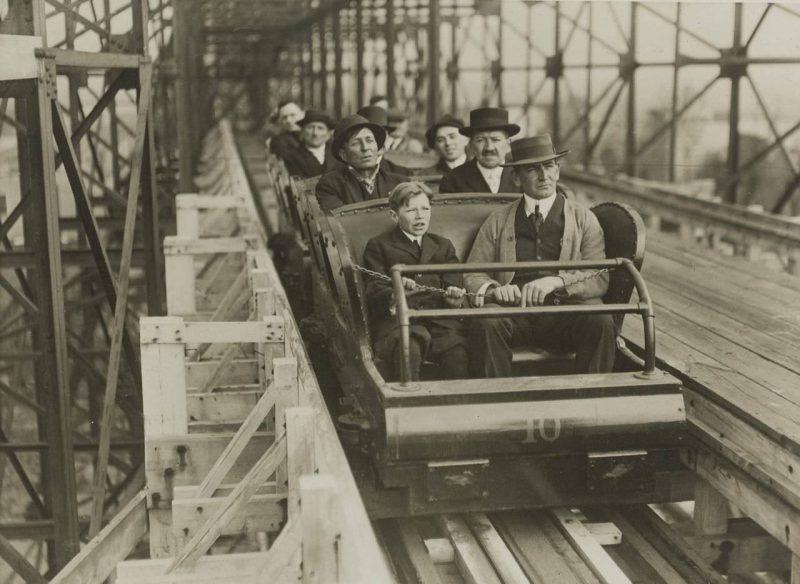 LaMarcus Adna Thompson thử Roller coaster