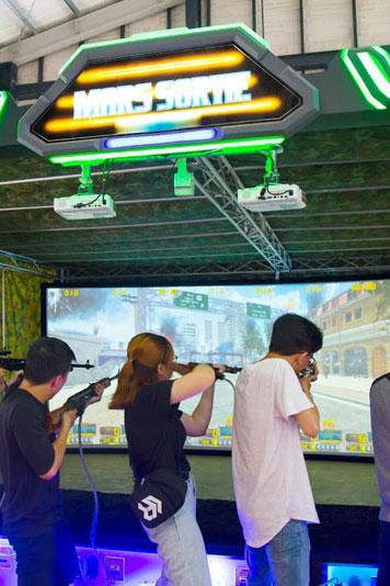 Trò chơi tương tác ảo bắn súng run raider
