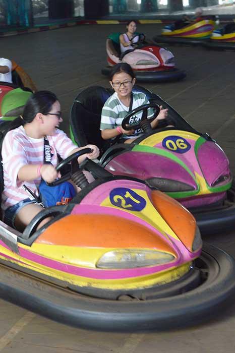 trò chơi giải trí xe điện đụng