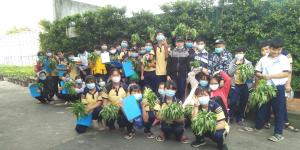 Trải nghiệm trồng rau thủy canh của học sinh trường THCS Tân Kiên tại CVVH Đầm Sen
